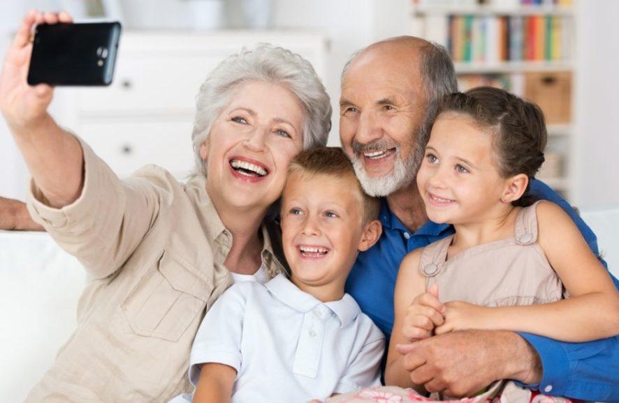 Co podarować na Dzień Babci i Dziadka?