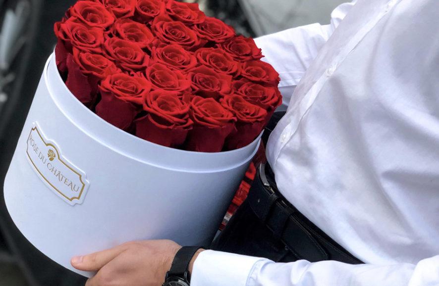 Kwiaty na Dzień Kobiet: róże w bukietach na prezent