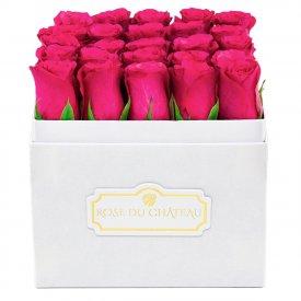 Różowe Róże w Białym Kwadratowym Boxie
