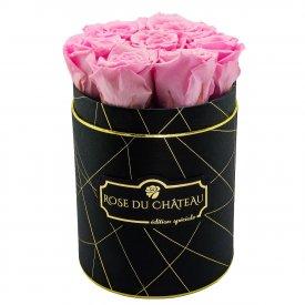 Bladoróżowe Wieczne Róże w Czarnym Małym Industrialnym Boxie