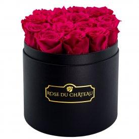 Růžové věčné růže v černém kulatém flowerboxu